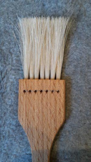 Bage/madpensel Flad 7rækker lyse hestehalehår 23 cm lang. Olieret bøgetræ